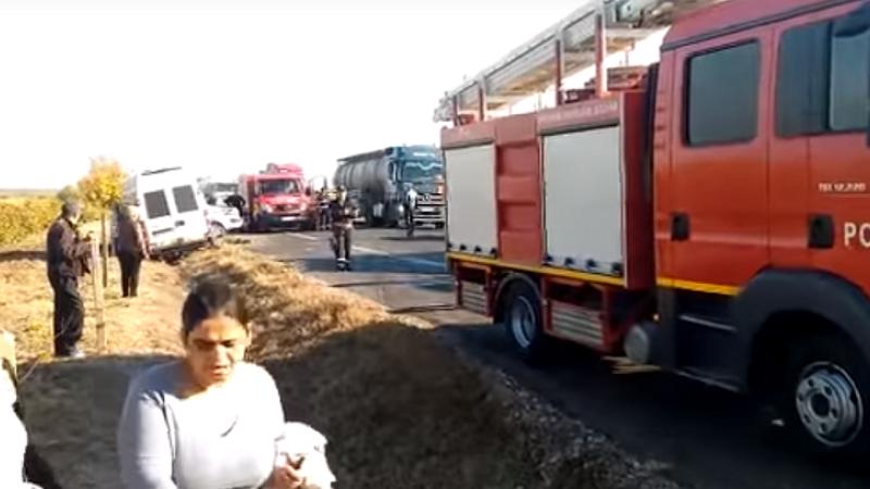 Microbuz cu pelerini care mergeau la Sfânta Parascheva, implicat într-un accident grav