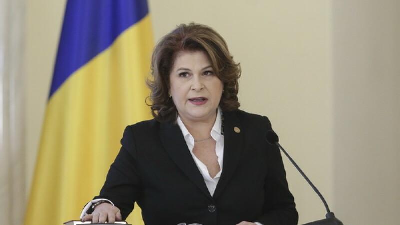Klaus Iohannis a desemnat-o pe Rovana Plumb ministru interimar al Educaţiei