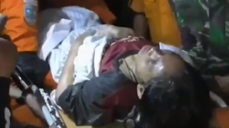 O femeie a fost salvată de sub dărâmături la 3 zile după cutremurul din Indonezia. VIDEO