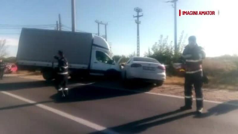 Trei mașini s-au ciocnit violent în Dâmbovița. Un șofer a pierdut controlul într-o curbă