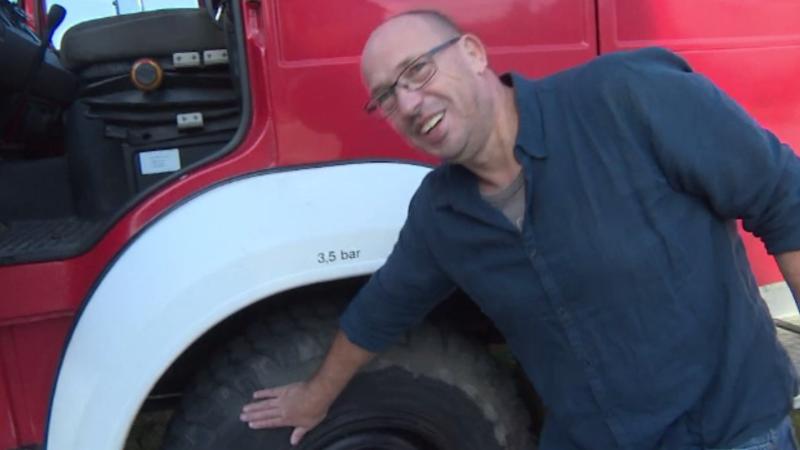 Cu ce mașină a venit un neamț în România, pentru a face turul țării. Gluma făcută pe seama șoselelor