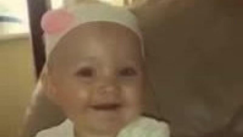 O fetiță a murit după ce mama sa a legat-o de glezne, într-o cușcă