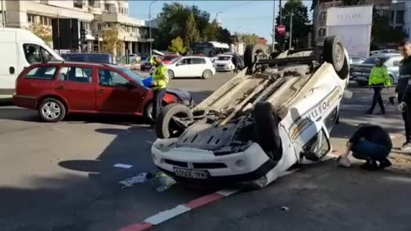 Polițist rănit în misiune, în Pitești. Un șofer neatent a izbit în plin autospeciala