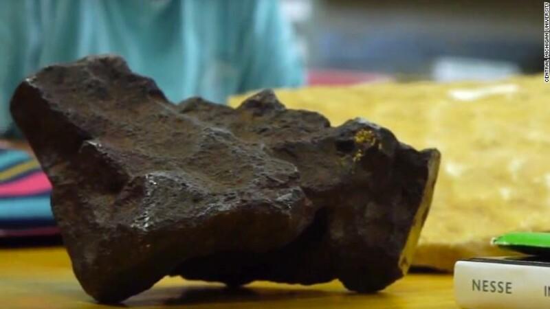 Meteorit de 100.000 de dolari, folosit pe post de opritor pentru uşă. Descoperirea unui profesor de origine română