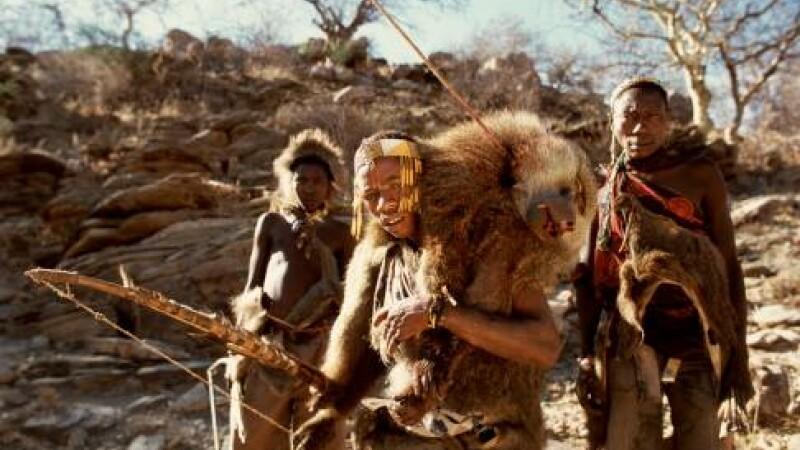 Imagini impresionante din interiorul unui trib african, în care sunt folosite practici de acum 10.000 de ani