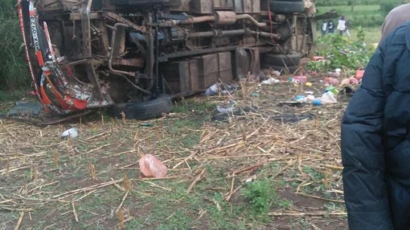 Tragedie după ce un autobuz s-a răsturnat în șant. 51 de persoane au murit