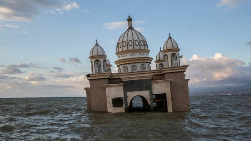 Indonezia, lovită de 3 tsunami, după cutremurul devastator din septembrie