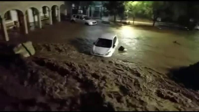 Inundații devastatoare în Mallorca. Doi britanici, găsiți morți într-un taxi luat de viitură
