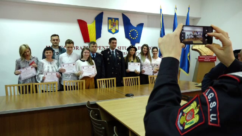 16 tineri învață să salveze vieți, alături de pompierii din Maramureș
