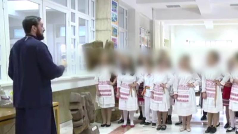 Imagini revoltătoare cu elevi postate de un arhidiacon, profesor la o școală. Explicația sa