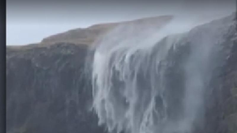"""Fenomen neobișnuit în Scoția: cascada care """"curge"""" în sens invers. VIDEO"""