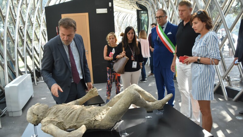 Klaus Iohannis si Carmen Iohannis în vizita la Pompei