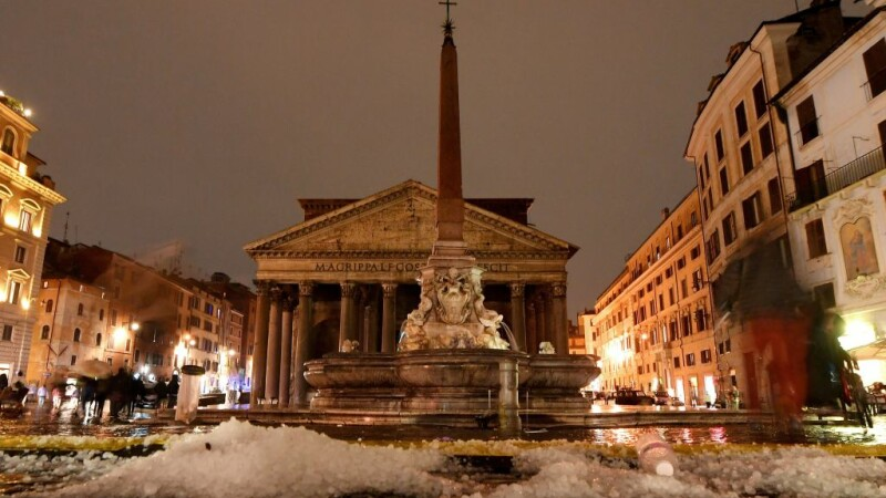 Roma, acoperită de grindină. Reacţia unei românce: