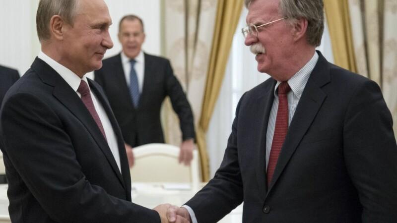Vladimir Putin şi John Bolton