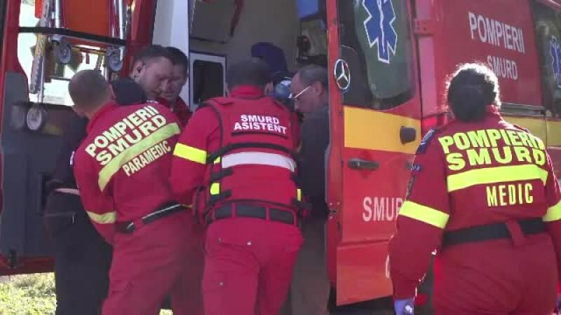 O ambulanţă SMURD s-a răsturnat în Capitală. Sunt trei răniţi