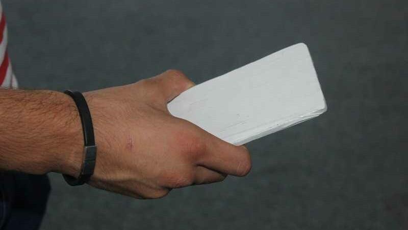 Bărbat din Alba, convins să cumpere o bucată de gresie pe post de iPhone6. Cât a plătit pe ea