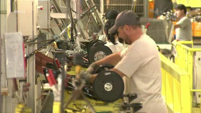 Producţia industrială a României, în scădere. Declinul are legătură cu problemele din UE