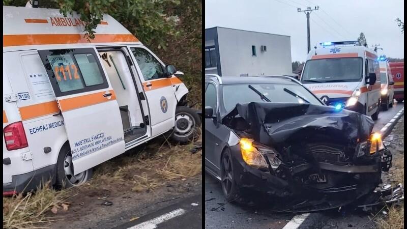 Ambulanţă cu doi pacienţi, izbită de un autoturism