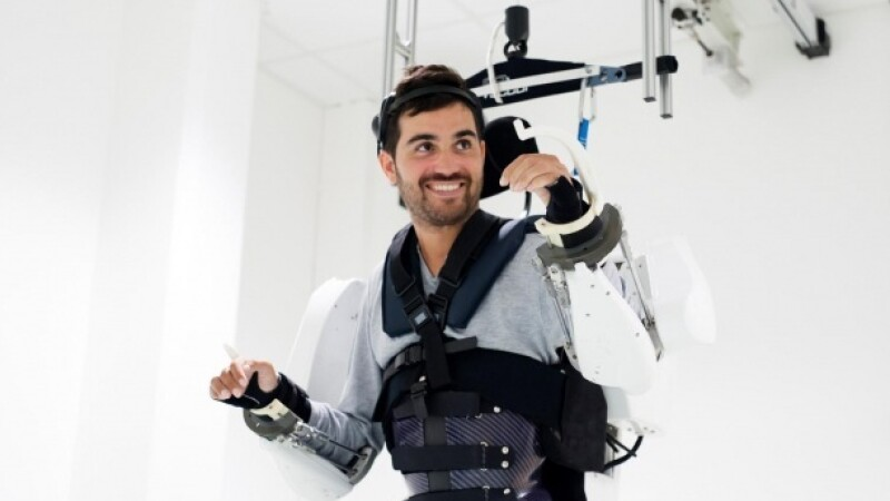 costum robotizat