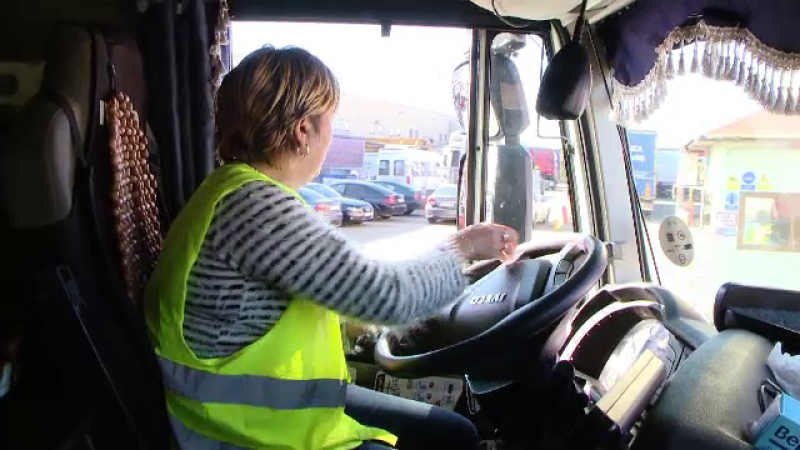 Povestea româncei care a ales să fie șofer de TIR, alături de soț. Cât câștigă lunar