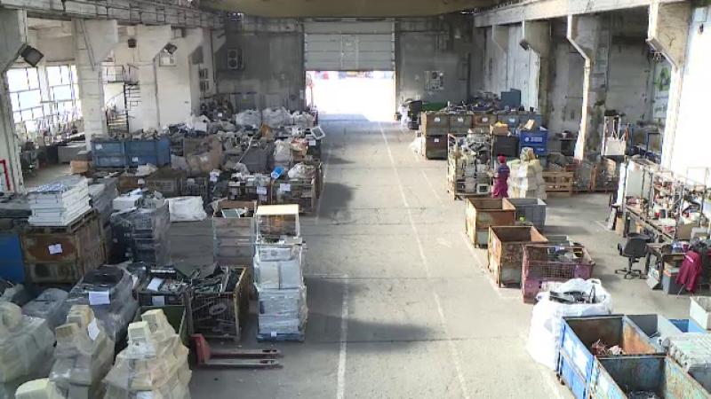 Românii, prea atașați de aparatele vechi. Suntem codași la reciclarea deșeurilor electrice