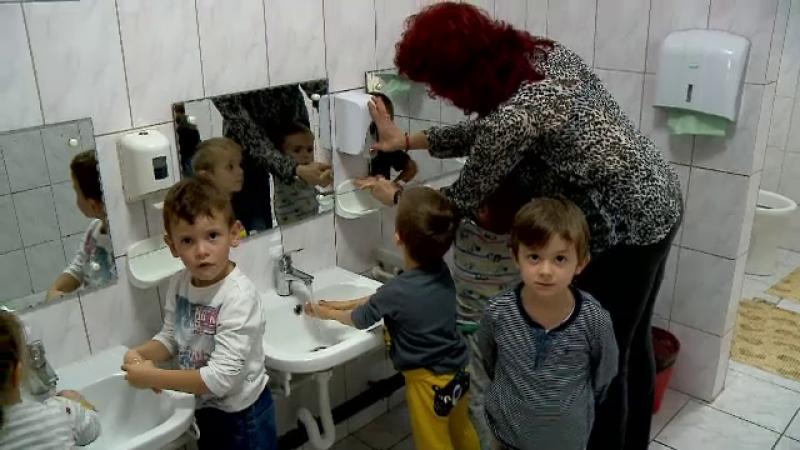 Începerea școlii a înmulțit cazurile de hepatita A. În multe instituții elevii nu au apă și săpun