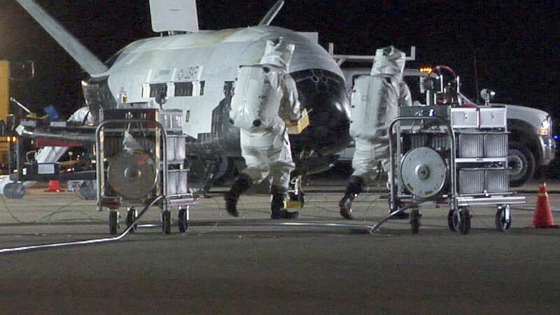 Avion spațial misterios, la finalul unei misiuni secrete. Ce record a doborât