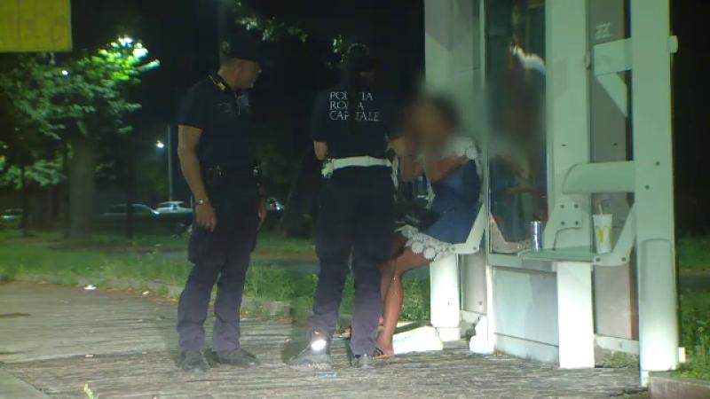 Minore românce, forțate să se prostitueze pe străzile din Roma. Victimele, ținute în tabere și exploatate