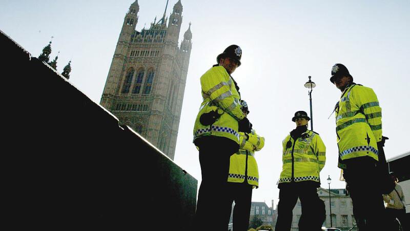 O româncă a spus că nu știa că furtul e o crimă, după ce a fost prinsă furând parfumuri de 4.000 de euro, în Anglia