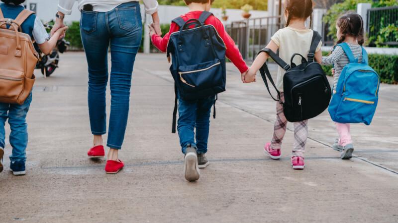 Zile libere pentru părinții care trebuie să stea cu copiii acasă. Proiectul a fost adoptat