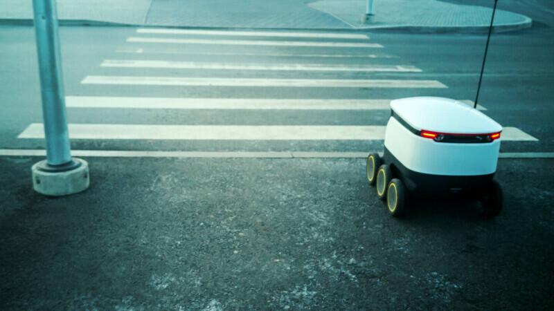 roboti mancare livrare