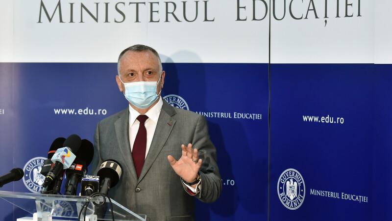 """Cum vor fi testați elevii cu testele de salivă, explică Sorin Cîmpeanu. """"Vor fi ușor de folosit""""   INTERVIU"""