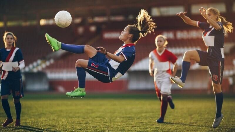 O jucătoare de 17 ani a făcut o listă cu jignirile care i-au fost adresate la un meci de fotbal feminin.