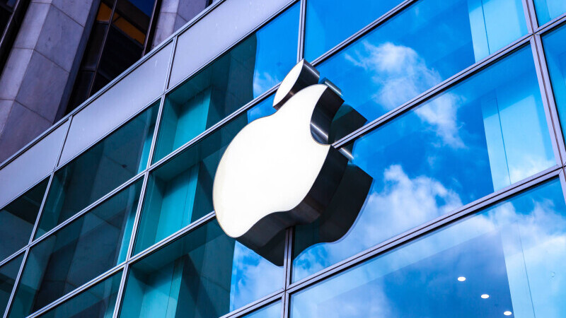 Paznic înjunghiat într-un magazin Apple din New York, de un client care nu voia să-și pună masca