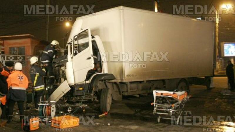 Trei morti si doi raniti in urma unui grav accident rutier
