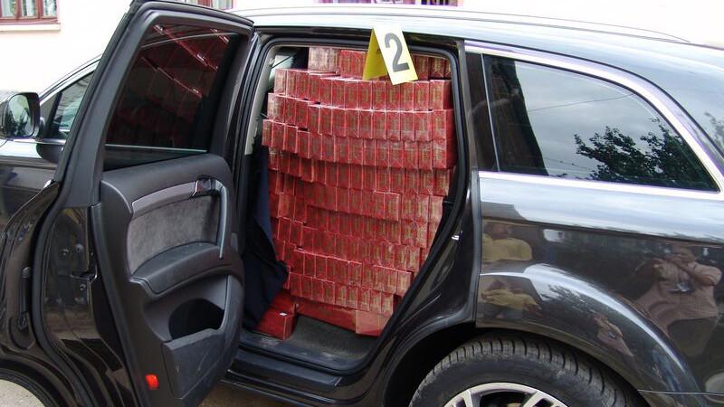 Audi Q7, burdusit cu tigari de contrabanda!