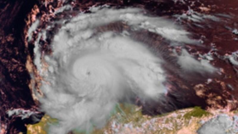 Cuba este sub asediul uraganului Ike