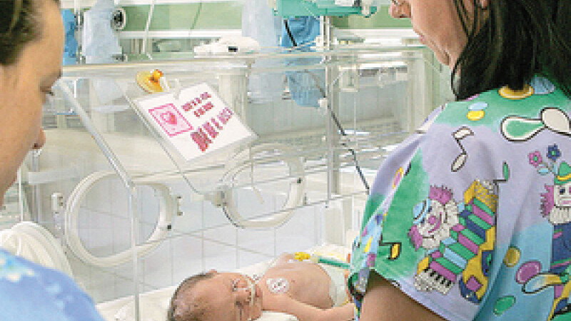 Asistentele care au ars patru bebelusi, anchetate si primesc un avertisment