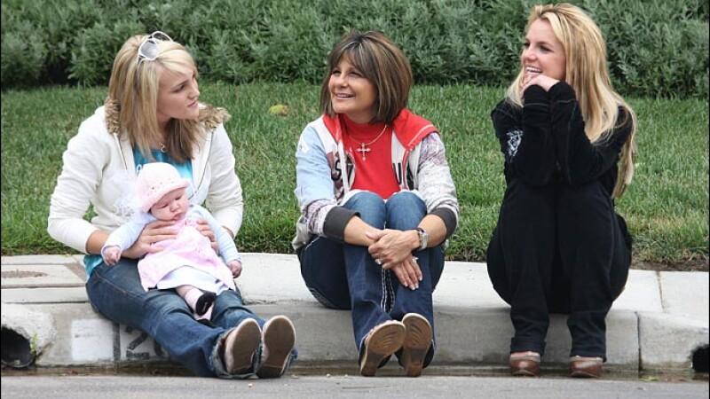 Surprinzator! Britney Spears s-a impacat cu mama sa