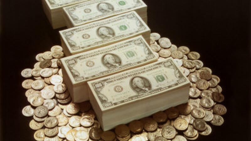 Ziua de 1 octombrie vine cu salarii si pensii mai mari