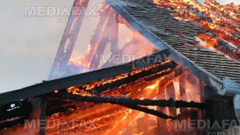 Era sa arda de vie, incercand sa-si salveze locuinta de foc