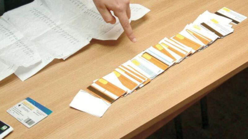 Carduri falsificate