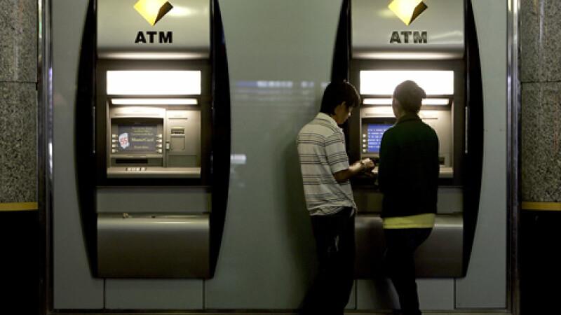 Bancomatele au devenit tinta preferata a hotilor romani