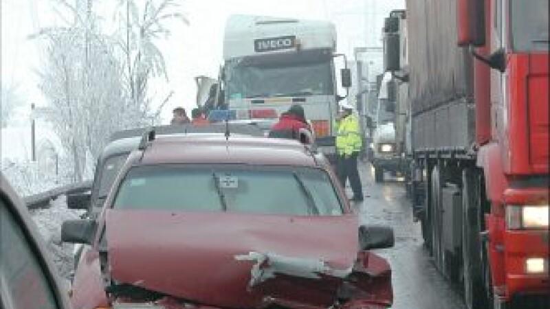 Accident tragic pe A1: un barbat a murit lovit de tir