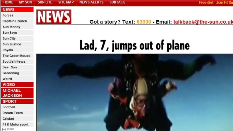Un baietel de 7 ani a sarit din avion... cu parasuta! VEZI VIDEO!