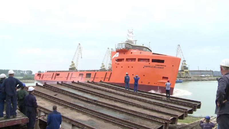 Lansare cu emotii a unei nave construite la Galati. Doi muncitori au fugit inainte sa fie raniti