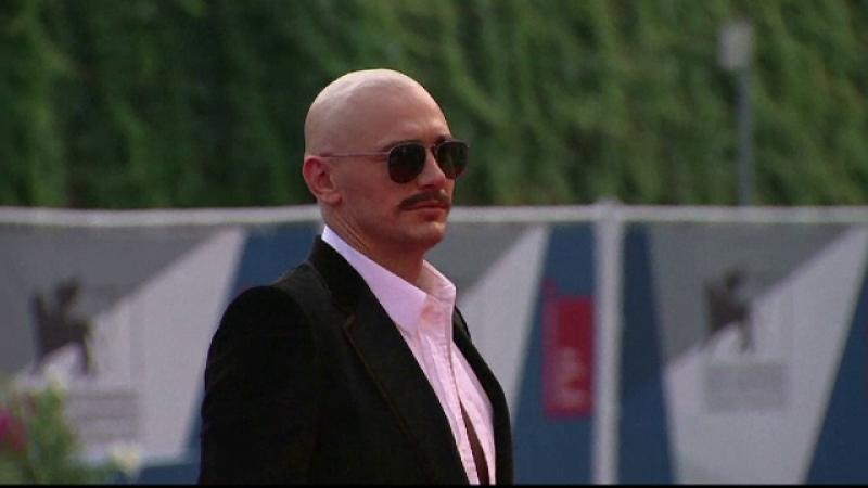 Aparitia care a furat toate privirile la Festivalul de Film de la Venetia. James Franco, tuns chel si tatuat pe scalp