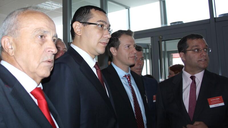 De la stanga la dreapta: Mircea Cosma, presedintele Consiliului Judetean Prahova, Victor Ponta, premierul României