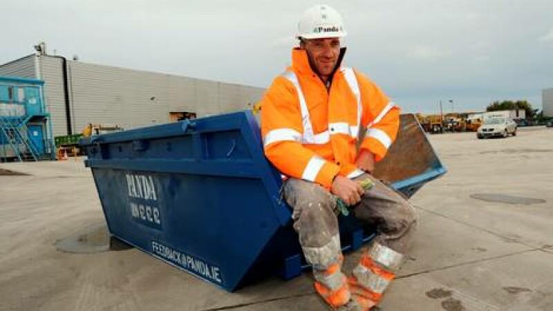 Un muncitor roman din Dublin a returnat suma de 3.000 de euro gasita intr-un container. Reactia proprietarei