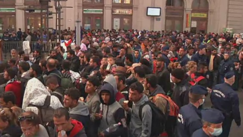Noi incidente intre imigranti si politie, in Ungaria si Grecia. Danemarca a suspendat legaturile feroviare cu Germania